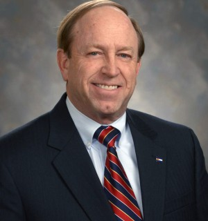 Photo of mayor John Suthers