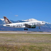 frontier plane taking off. Pikes Peak is in the background.