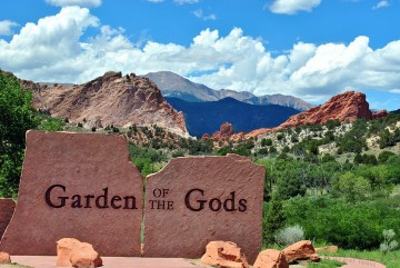 large stone sign at entrance to Garden of the Gods
